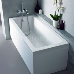 Top Quality Bathroom 18mm MDF High Gloss White 1 Piece Bath Panels These are Top Quailty British Made Bath panels in High Gloss White made with 18mm