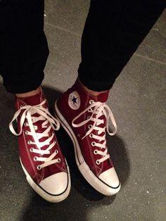 5 Excellent Cool Tips: Valentino Shoes 2017 valentino shoes christian louboutin.Prom Shoes For Teens cute shoes kawaii. Burgundy Converse High Tops, Converse All Star, Converse Haute, Mode Converse, Converse Chuck Taylor, Outfits With Converse, Converse Shoes, Shoes Heels, Maroon Converse Outfit