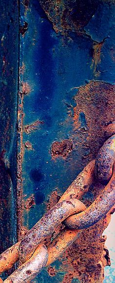 Rust | さび | Rouille | ржавчина | Ruggine | Herrumbre | Chip | Decay | Metal | Corrosion | Tarnish | Texture | Colors | Contrast | Patina | Decay | Rusty Chain by Ann Kate Davidson