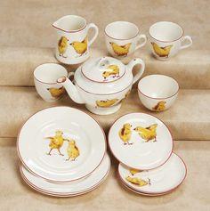 "De Kleine Wereld Museum of Lier: 193 English Child's Soft-paste ""Yellow Chick"" Tea Set"