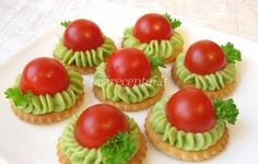 avocado n cherry tomato snacks Gourmet Recipes, Appetizer Recipes, Appetizers, Cooking Recipes, Snacks Für Party, Food Decoration, Food Design, Creative Food, Coffee Break