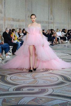 Giambattista Valli Fall 2017 Couture Fashion Show - Michelle Gutknecht