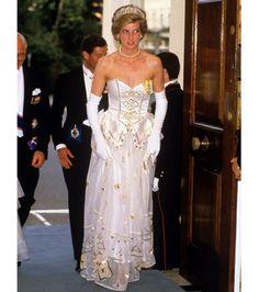 Vestido de Lady Di é vendido por quase R$ 400 mil em leilão