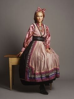 Modern Norwegian fashion, inspired by the traditional bunad Norwegian Clothing, Norwegian Fashion, Swedish Fashion, Scandinavian Fashion, Folk Fashion, Ethnic Fashion, Traditional Fashion, Traditional Dresses, Folklore