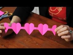 Tutorial for a Paper Heart Chain : Valentine's Day Crafts Paper Doll Chain, Paper Chains, Paper Dolls, Valentine Day Love, Valentine Day Crafts, Valentines, Paper People Chain, Paper Flower Vase, Paper Stars