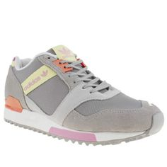 We love it when retro silhouettes get a contemporary update, and adidas do it so well time and time again. The ZX 700 Contemp arrives in a sleek grey suede, with pastel accents and pink branding on the midsection and tongue for a fresh finish.