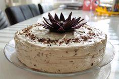 Cappucino juustokakku Cheesecakes, Tiramisu, Frosting, Caramel, Cake Decorating, Deserts, Food And Drink, Baking, Ethnic Recipes
