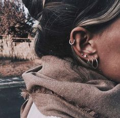 Why have one ear piercing when you can have them all? Inspired by star clusters, constellation ear piercings are the hottest thing in fashion right now and we want them all. Piercings Bonitos, Spiderbite Piercings, Piercing Tragus, Ear Peircings, Piercing Tattoo, Anti Tragus, Cartilage Hoop, Bellybutton Piercings, Ear Jewelry