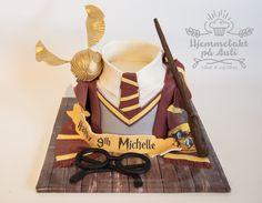 En flott bursdagskake til en Harry Potter fan som fylte 9 år Allergies, Muffins, Cupcake, Harry Potter, Birthday Cake, Christmas Ornaments, Holiday Decor, Fan, Personalised Cakes