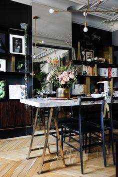 Salon Table Tréteaux et marbre Bibliothèque Appartement Paris David Chaplain et Alexandre Roussard