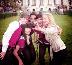 Kevin McHale, Jenna Ushkowitz, Dijon Talton, Harry Shum Jr., and Dianna Agron at the White House!!