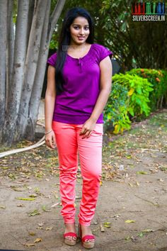 Indian Girl Bikini, Tamil Girls, Indian Girls Images, Pant Shirt, Beautiful Girl Photo, Beauty Full Girl, Girl Photos, Capri Pants, Actresses