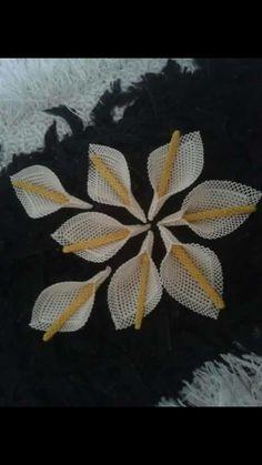 K Holiday Crochet Patterns, Knitting Patterns, Needle Lace, Bargello, Folk Art, Diy Crafts, Embroidery, Tela, Roses
