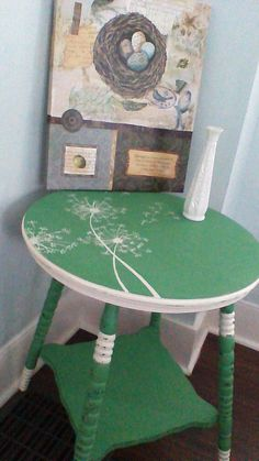 Annie Sloan chalk painted table with a hand painted dandelion 2nd Hand Furniture, Chest Furniture, Nursery Furniture, Paint Furniture, Furniture Makeover, Furniture Decor, Annie Sloan Chalk Paint Table, Painted Rug, Hand Painted
