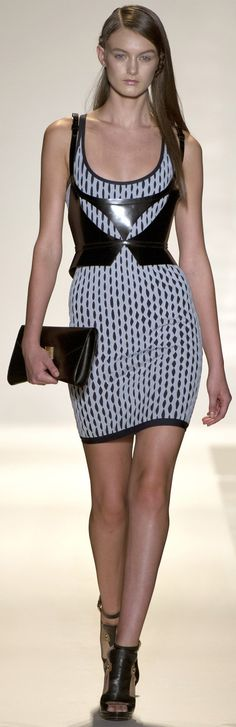 Hervé Léger by Max Azria Spring Summer 2013 Ready-To-Wear collection http://www.vogue.it/en/shows/show/spring-summer-2013-ready-to-wear/herve-leger-by-max-azria/collection