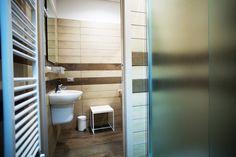 Dettaglio di arredo di un bagno privato presso lo studentato di Pescara