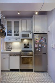 Find Tons of Kitchen Inspiration With These Amazing Remodeling Ideas - small kitchen, stainless steel appliances, tiny kitchen, apartment kitchen, compact kitchen You are - Mini Kitchen, New Kitchen, Kitchen White, Kitchen Small, Awesome Kitchen, Tiny House Ideas Kitchen, Tiny House Kitchens, Beautiful Kitchen, Kitchen Modern