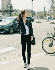 Casual outfit with black pants