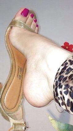 Beautiful Toes, Pretty Toes, Feet Soles, Women's Feet, Feet Nails, Toenails, Barefoot Girls, Girls Heels, Sexy Toes