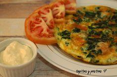 Tapitas y Postres: Tortilla de claras con espinaca, gambas y queso.