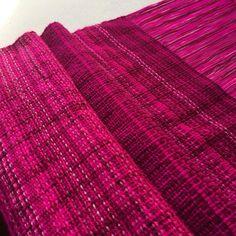 Tejido a telar en tonos Magentas @textilesxme