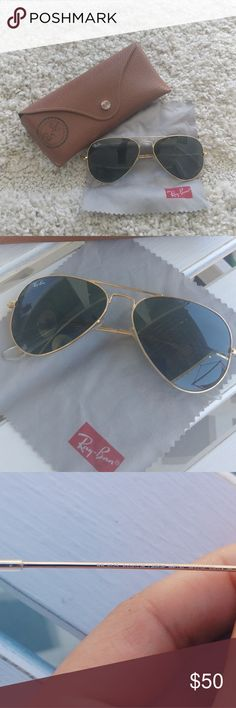 Authentic Classic Ray-Ban Aviator RB 3025 Aviator Large Metal W3234 55014 3N  Only worn a few times. In great condition - No noticeable scratches. Comes with original case. Fit well - usually hard to find glasses that fit my smaller face.    Model: RB3025 W3234  Frame Color: Gold  Lens Material: Glass  Lens Color: G-15 Green  Size: 55mm Eye Size  Style: Aviator  MPN: RB3025W323455MM  Frame Material: Metal  Country/Region of Manufacture: Italy Ray-Ban Accessories Sunglasses