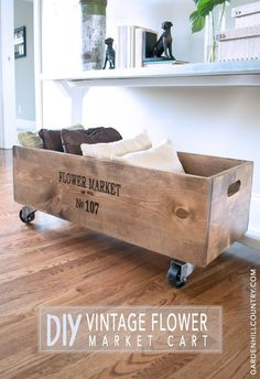 Sewing Machine Cabinet turned into a Mini Bar or Drink Cart - [d][br][/d][d]Here's all the information you need to build this DIY Vintage Flower Market Cart. Wooden Projects, Home Projects, Home Crafts, Vintage Home Decor, Diy Home Decor, Vintage Homes, Vintage Ideas, Vintage Stuff, Creation Deco