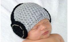 Essa touca simula que o bebê usa fones de ouvido. De Etsy. Foto: Pinterest/Charlotte Bly