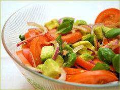 Enkel, kjapp og delikat salat som passer utmerket som tilbehør til et uttall middagsretter, grillmat eller til lunsj. Her kan man enkelt tilsette litt ristede pinjekjerner, valnøtter eller litt bønner for variasjon.