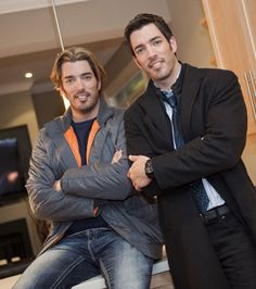 Property Brothers Jonathan and Drew Scott on HGTV Drew Scott, Jonathan Scott, Home Channel, Scott Brothers, Property Brothers, Tv Episodes, Attractive People, New Shows, On Set
