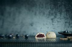 Mini demi-sphère bleuets érable - Agnus Dei traiteur #Traiteur #Caterer #Bouchée