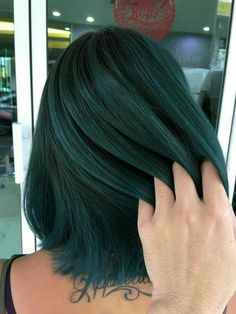 20 Balayage Ombre Short Haircuts , Who does not like balayage ombre short haircuts? Here are some ideas about it. Here are 20 Balayage Ombre Short Haircuts. Balayage hair is one of many. Teal Hair Dye, Dark Teal Hair, Hair Color Dark, Dye My Hair, Cool Hair Color, Ombre Hair, Ombre Short Hair, Turquoise Hair Ombre, Blonde Hair