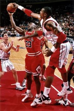 Hakeem blocking shot attempt by Michael Jordan. Usc Basketball, Basketball Quotes, Basketball Pictures, Basketball Legends, Houston Rockets Basketball, Hakeem Olajuwon, Best Nba Players, Sport Nutrition, Nba Stars