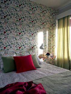 Keltainen talo rannalla: Rustiikkia ja makuuhuoneen muutos Scandi Home, Blanket, Bed, Furniture, Home Decor, Ideas, Decoration Home, Stream Bed, Room Decor