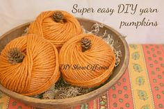 Super easy DIY yarn pumpkins - This looks like just about the quickest and easiest DIY Halloween decoration I've seen, and it's so cute!