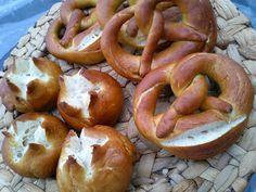Magyar ízek tárháza: Sváb perec és zsemle German Recipes, Pretzels, Sausage, Meals, Cooking, Food, Kitchen, Meal, Sausages
