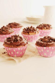 Leipomo: Suklaakuppikakut Rocky Road, Mini Cupcakes, Candy, Baking, Sweet, Desserts, Food, Ideas, Tailgate Desserts