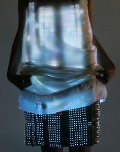 A shining Led dress on the runaway of Husseyn Chalayan. Sulla passerella di Hussein Chalayan un vestito luminoso trapuntato di Led
