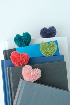 How to Make Heart Pom Pom Bookmarks. And a Perfect Valentine DIY Heart Pom Pom Bookmarks Valentines Day Decorations, Valentines For Kids, Valentine Day Crafts, Diy Valentine's Bookmarks, Easter Crafts For Kids, Diy For Kids, Diy Marque Page, Diy Niños Manualidades, Saint Valentin Diy