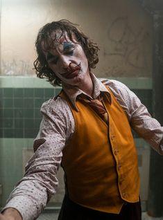 New still of Joaquin Phoenix as Arthur Fleck/The Joker in Joker Joaquin Phoenix, Der Joker, Joker Art, Joker Batman, Gotham Joker, Joker Hd Wallpaper, Joker Wallpapers, Laptop Wallpaper, Mobile Wallpaper