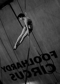 - The circus Vintage Carnival Old Circus, Dark Circus, Circus Art, Night Circus, Anime Circus, Vintage Circus Performers, Circus Acrobat, Creepy Circus, Spectacle Theatre