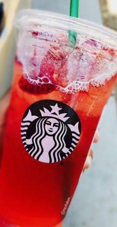 Copo Starbucks, Bebidas Do Starbucks, Starbucks Secret Menu Drinks, Acai Refresher Recipe, Starbucks Strawberry Acai Refresher, Drink Pink, Starbucks Refreshers, Chocolate Caliente, Think Food