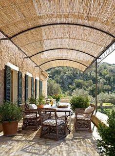 Vallas de madera y estructuras para jardines: Jardines de estilo mediterráneo de Vallados y Jardines