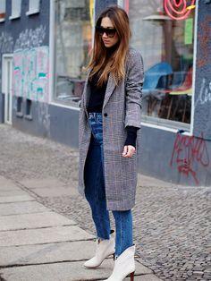 #retro #vintage #streetstyle #berlin #ootd #helloshopping #fashionblogger #plaid #tartan #hm #trend #effortless #sophisticated #blazer #coat #winter #layering #mommy #turtleneck #sweater #momjeans #highwaist #denim #jeans #chloe #boots #white #scandinavian #feminine #minimal #celine #eyewear #farfetch #vogue #instyle