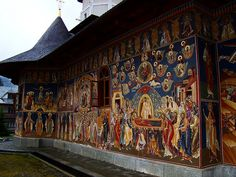 Petru Voda -painted inside & outside Monastery - Romania Romania People, Famous Castles, Temple, The Beautiful Country, Chapelle, Place Of Worship, Eastern Europe, Architecture, Places To See