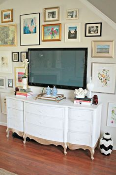 Burlap & Lace: DIY TV Gallery Wall and Repurposed dresser. Paint a turquoise color My Living Room, Living Spaces, Painted Furniture, Diy Furniture, Dipped Furniture, Antique Furniture, Outdoor Furniture, Diy Tv, Decoration