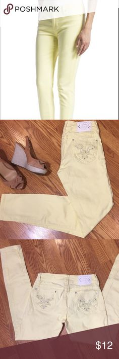 Studio 5 skinny jeans Studio 5 skinny jeans , pastel yellow with white Rhinestones decoration on pockets . 28x31, 98% spandex and 2% cotton for a comfortable stretchy fit. Used gently in great condition. studio 5 Jeans Skinny