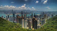 Vibrante, étourdissante, éblouissante: la métropole chinoise promet à ceux qui la visitent une expérience aussi intense que mémorable. Voici 10 façons d'explorer Hong Kong.