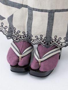 柄物だけでなく、足元を色で遊んでも可愛いですよね。