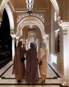 abaya fashion Muslimah Apparel Things on - fashion Modest Fashion Hijab, Modern Hijab Fashion, Muslim Women Fashion, Hijab Fashion Inspiration, Abaya Fashion, Mode Inspiration, Modest Outfits, Fashion Outfits, Fashion Muslimah